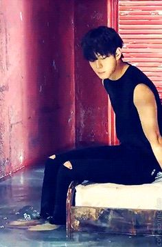 Hongbin Vixx Chained Up | AND THIS IS THE OTHER ONE. ALSO HOT AF