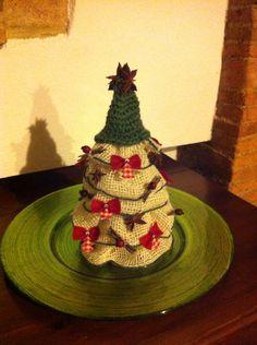 Albero di Natale con materiale riciclato