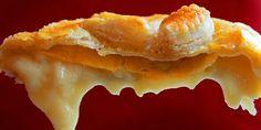 Bakt brie - En herlig måte å gjøre osten kjempegod på er å bake den i ovnen med butterdeig.