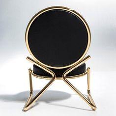 Aquí puede encontrar las sillas más bellas y modernas para inspirarlo y ayudarlo a mejorar la decoración de su casa. Vea el diseño más moderno de sillas aquí www.covethouse.eu