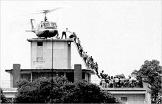April 29, 1975: Evacuees climbing to the roof of a downtown Saigon building 600 × 387