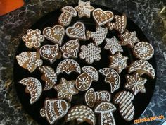 Vianocne medovnicky podla Ildikó B. Christmas Night, Xmas, Christmas Gingerbread, Christmas Baking, Bakery, Yummy Food, Cookies, Breakfast, Desserts