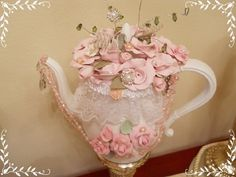 Teapot Center piece, shabby chic, clay roses pearls....magnifique