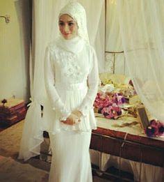 baju nikah looks classy and very elegant untuk pengantin