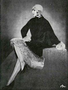 Mlle Heléne Ostrwoski, 1927 - Worth et chapeau Reboux. L'Officiel de la Mode.