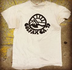 Outdoorsy Style, Mountain Designs, Vintage Tees, Men's Vintage, Tee Design, Logo Design, Graphic Tees, Shirt Designs, Tee Shirts