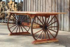 Wagon wheel table, wagon wheel decor, furniture making, garden furniture, b Wagon Wheel Table, Wagon Wheel Decor, Wagon Wheel Light, Western Furniture, Rustic Furniture, Diy Furniture, Furniture Buyers, Furniture Making, Garden Furniture