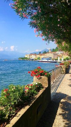 Italy - Lake Como by Shaleen Chugh / Beautiful Places To Travel, Wonderful Places, Cool Places To Visit, Beautiful World, Places To Go, Beautiful Nature Pictures, Beautiful Nature Wallpaper, Beautiful Landscapes, Places Around The World
