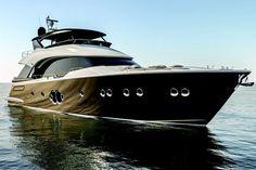 Le MCY 80, le superyacht au design clairement identifiable
