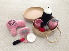 Li'l Pinups Crochet hair and makeup set pretend play toys