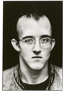 Keith Haring is a total legend and inspiration of mine for many years now. To celebrate his greatness I have put together a selection of images from the beginning of his career through to Enjoy Andy Warhol, Famous Artists, Artists Like, Jm Basquiat, Keith Allen, Pittsburgh, Keith Haring Art, Tv Movie, Kenny Scharf