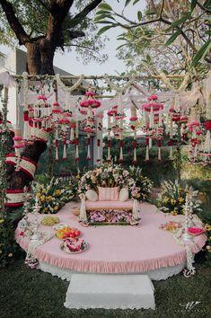Wedding Stage Design, Desi Wedding Decor, Wedding Mandap, Wedding Stage Decorations, Engagement Decorations, Floral Wedding, Hall Decorations, Wedding Backdrops, Wedding Scene