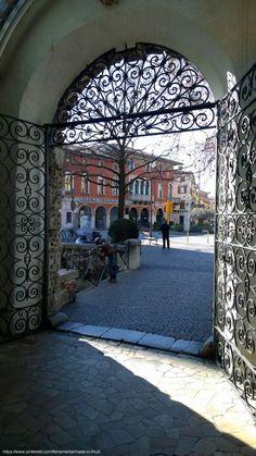 Accesso alla Galleria Bardelli, storico edificio legato profondamente al mondo della ferramenta in #Friuli Venezia Giulia