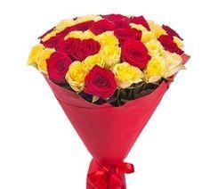 Букет 25 красных и бежевых роз в фетре C 35