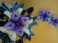 """Que beleza o livro """"Origami em Flor : kusudamas, guirlandas e buquês"""", de Flaviane Koti e Vera Young!   Estou apaixonada!   Essa peça m..."""