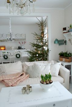 Nordic Christmas by Vitaranunkler blog. I can use this open concept arrangement.