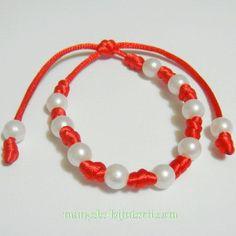 Martisoare 2016 / Martisor - Bratara martisor reglabila, cu perle plastic albe de 8mm Beaded Bracelets, Plastic, Jewelry, Jewlery, Jewels, Jewerly, Jewelery, Seed Bead Bracelets, Pearl Bracelet