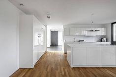 Wohnhaus Mondorf : Moderne Küchen von Corneille Uedingslohmann Architekten