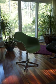 A lovely, vintage @vitra #Eames fiberglass chair with contract base @vitrahaus