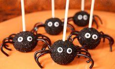 Receta de Cake pops o piruletas de arañas para Halloween. Skip the legs and they're Miyazaki Soot Sprites.