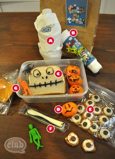 For those of us whose kiddos are bringing lunch from home...Super Cute Spooky lunch!!