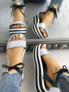 3fbd8eb6e2f Ladies Strappy Platform Muffin Sandals Jelly Shoes Outfit