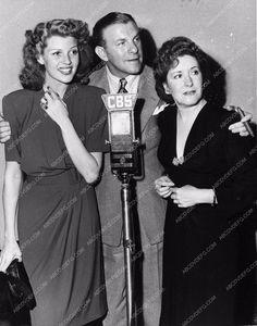 photo candid Rita Hayworth George Burns Gracie Allen CBS Radiio broadcast 2715-03