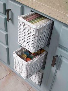 This is a good idea for when your kitchen doesn't fit the cabinet dimensions perfectly - add shelves and baskets in the extra space!