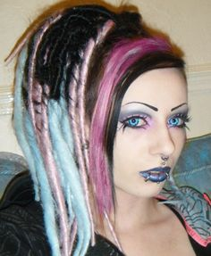 Toxic Tears showing her Cyber-dreads and lovely eye make-up and contacts. Would have loved to see the entire Cyberdog outfit.
