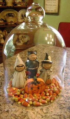 31 Spooky DIY Indoor Halloween Decoration Ideas For 2019 Apothecary Jars - Real Time - Diet, Exercise, Fitness, Finance You for Healthy articles ideas Retro Halloween, Halloween Cloche, Holidays Halloween, Spooky Halloween, Halloween Crafts, Happy Halloween, Beistle Halloween, Halloween Scene, Halloween Party