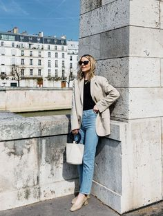 Since moving to Paris, Marissa Cox of Rue Rodier has learnt a few new French girl–inspired jean outfits that really work. Jean Outfits, Casual Outfits, French Capsule Wardrobe, Winter Wardrobe, Parisian Chic Style, French Outfit, Jeans Outfit Summer, French Girl Style, Citizens Of Humanity Jeans