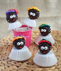 zwarte pieten cake pops - dutch holiday Cake Pops, Biscuits, Dutch Recipes, Best Candy, Food Decoration, Candy Gifts, Pie Dessert, Food Humor, Cupcake Cookies