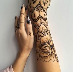 The henna tattoo is an original and beautiful design that many Indian women wear during their wedding ceremonies. The henna tattoos has a. Mehndi Tattoo, Henna Ink, Henna Tattoo Designs, Arm Tattoo, Sleeve Tattoos, Dot Work Tattoo, Neue Tattoos, Body Art Tattoos, Cool Tattoos