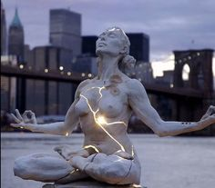 "25 of the Most Creative Sculptures and Statues from Around the World - I would pin all 25 if I didn't think it would be annoying. If you love wicked cool sculpture this is a must-see. This one is ""Expansion"" by Paige Bradley. Kintsugi, Performance Artistique, Graffiti, Manhattan Skyline, Ny Skyline, Wow Art, Oeuvre D'art, The Expanse, Les Oeuvres"