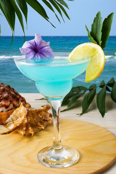 Blue Hawaiian Cocktail On The Tropical Beach Hawaiian Cocktails, Beach Cocktails, Holiday Cocktails, Summer Drinks, Birthday Wishes Flowers, Cocktail Photography, Charcuterie And Cheese Board, Drink Photo, Blue Hawaiian