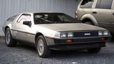 DELOREAN DMC-12.