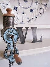 Min fina mandelkvarn-love the old grinder