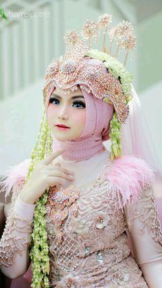 Hijab Wedding, Wedding Gowns, Indonesian Wedding, Insta Makeup, Wedding Styles, Harajuku, Aurora Sleeping Beauty, Dream Wedding, Wedding Decorations