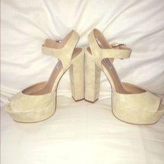 Steve Madden NWOT Shoes Gorgeous NWOT platform heels by Steve Madden. Size 9!!! Steve Madden Shoes Platforms