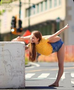 Flexibility Dance, Gymnastics Flexibility, Preteen Girls Fashion, Teen Girl Outfits, Yoga Dance, Dance Poses, Full Body Yoga Workout, Anna Mcnulty, Beautiful Yoga Poses