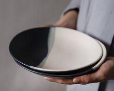 Ceramic Plate, Black & White Stoneware Plate, Modern Pottery Plate, Salad Plate, SET OF 6 Keramik-Platte schwarz & weiß Steinzeug-Teller moderne Ceramic Tableware, Ceramic Bowls, Stoneware, Ceramic Art, Kitchenware, Pottery Plates, Ceramic Pottery, Ceramica Artistica Ideas, Teller Set