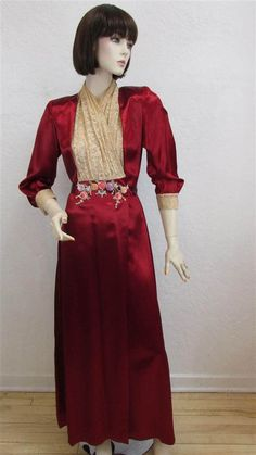 RARE 1940 s Linda - Los Angeles Cranberry Satin Robe   Dressing Gown With  Lace Shawl Collar With Rosettes - Size XS   S 41bda6622