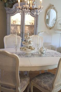 15 French country dining room decor ideas a French country style is a nice mix of vintage, shabby chic and rustic styles and the good news is that you can do it yourself … Dining Room Design, Country Decor, French Country Dining, Country Dining Rooms, Chic Dining Room, Country Style Decor, French Decor, Farmhouse Dining Room, French Country Dining Room