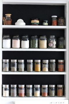 maustepurkit,maustehylly,diy sisustus,keittiö,keittiön sisustus,keittiön pikkutavarat,säilytys,dymo,dymo-teksti Pantry Organisation, Kitchen Organization, Organization Hacks, Organizing, Living Room Kitchen, Diy Kitchen, Kitchen Ideas, Beautiful Houses Interior, Interior Design Living Room