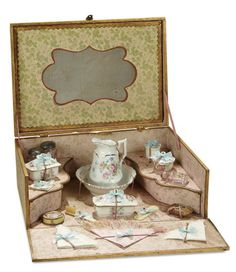 """French """"Service a Toilette"""" for Bebe in Original Fitted Box 900/1400 