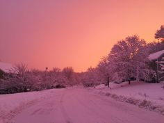 A place to share beautiful photos. Not all the photos are ours. Hipster Vintage, Style Hipster, Beautiful World, Beautiful Places, I Love Winter, Winter Snow, Winter Sunset, Winter Light, Pink Sky
