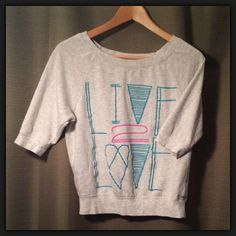 """💝 Gray """"Live To Love"""" Sweater Top 💝 🔹 Condition: Great (7.5/10) 🔹 Size: S 🔹 Brand: Forever 21  🔹 Details: -Lightweight Forever 21 Sweaters Crew & Scoop Necks"""