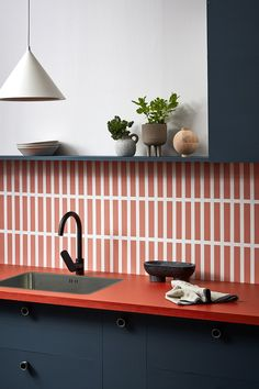 An easy kitchen colour update with Resene paints A tile-effect splashback is a cost-effective way to add colour and tile-like texture to your kitchen. We created this look using Resene paint. Home Design, Küchen Design, Home Colour Design, Design Room, Design Hotel, Home Interior, Interior Design Kitchen, Style At Home, Kitchen Colors