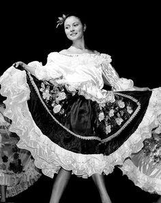 Colombia Tierra Querida Ella bailaba el porro, la cumbia y el abuzao. El bunde, la caderona, el currulao, la jota y la mazurca. El bullerengue, el garabato, bambuco y mapalé. Sanjuanero, pasillo y rajaleña, así toda se movía ella