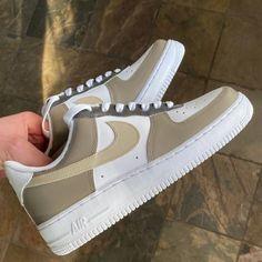 Beige Nike Shoes, Cute Nike Shoes, Cute Nikes, Cute Sneakers, Nike Air Shoes, Jordan Shoes Girls, Girls Shoes, Nike Air Force Beige, Swag Shoes